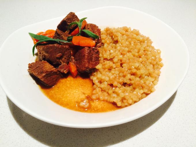 Lamsstoofvlees met fregula en wortel