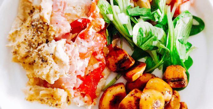 Heerlijke ovenschotel met een frisse salade en gebakken champignons